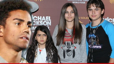 1224-tito-jackson-jr-prince-michael-blanket-paris-jackson-article-1