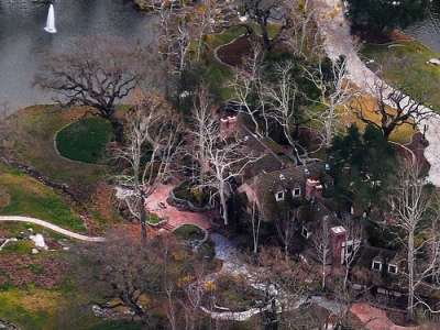 neverland-ranch-dilapidated