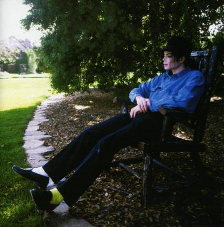Once-upon-a-time-there-was-a-beautiful-king-who-lived-at-Neverland-michael-jackson-30416011-945-960
